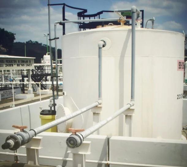 Revestimiento de CPVC Corzan en el tanque de almacenamiento CPI