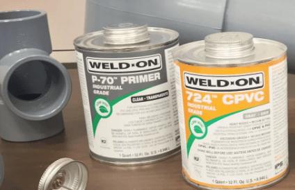¿Qué es el cemento solvente y por que se utiliza para los sistemas de tuberías CPVC?